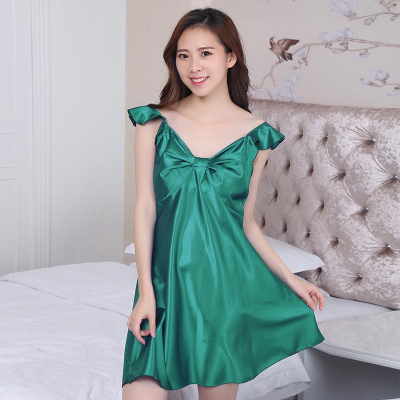ชุดนอนผ้าซาติน แขนกุด โบว์เต็มหน้าอก สีเขียว