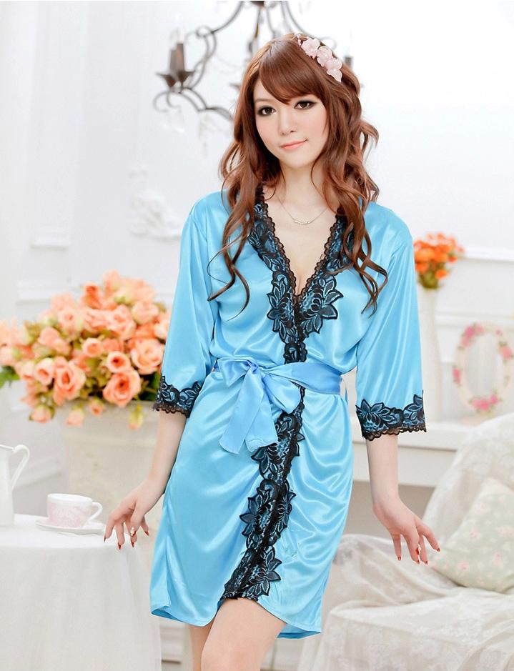 เสื้อคลุม/ชุดนอนผ้าซาติน สีฟ้า ประดับลูกไม้ดำ